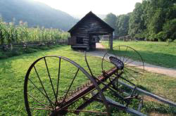 tennessee farm great smoky mountains